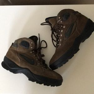 Nike ACG hiking boots size 8